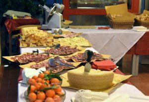 """Coppa, salame e pancetta: è il """"Matricola Day"""" della Cattolica con vini e salumi"""