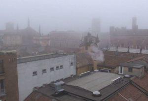 Aria irrespirabile, sesto giorno di sforamento delle polveri sottili. Misure antismog prolungate fino al 10 dicembre