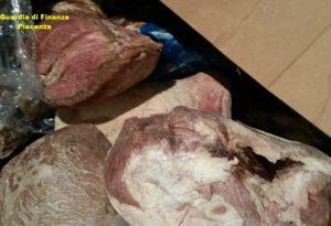 Sequestrate in un magazzino 140 tonnellate di carne, 55 erano scadute da 4 anni