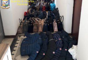 Borse, scarpe e giubbotti contraffatti: maxi sequestro della Finanza