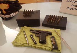 Maxi perquisizione dei carabinieri, sequestrate armi. Un  arresto
