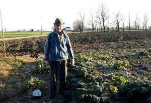 """Benito, 91 anni di San Pedretto. Da otto decenni lavora la sua terra: """" Non smetterò mai"""""""