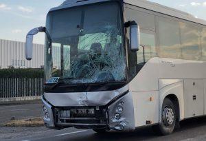 Via Emilia a Pontenure, scontro tra un furgone e un bus: ferita una donna