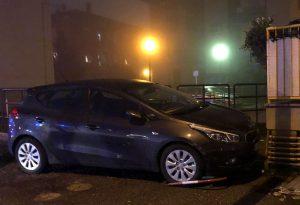 Frontale, auto finisce contro un palazzo in via Boselli. Un ferito