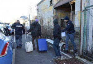 Blitz della polizia all'ex mercato ortofrutticolo: cinque denunce