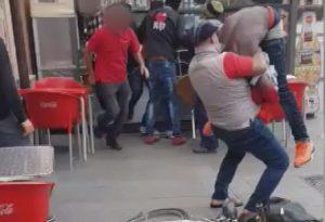 Calci e pugni: rissa a piazzale Marconi tra due gruppi di stranieri IL VIDEO