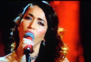 Al Festival altro pieno di applausi per Nina Zilli, ma i giornalisti la bocciano