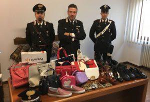 Costosi capi d'abbigliamento trafugati da un magazzino, denunciati dipendente e complice