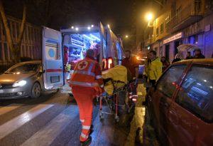 Travolto da un'auto sulle strisce pedonali: un uomo al pronto soccorso