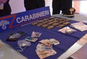 Droga, 4 arresti in poche ore. Trovato un chilo di hashish in cantina
