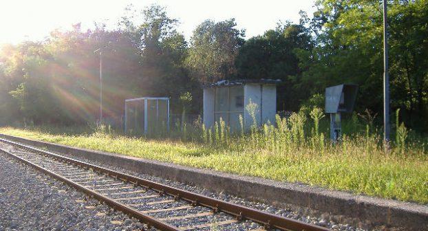 Binario spezzato e traversine rotte sulla linea Voghera-Piacenza: treno sobbalza e si ferma, indaga la Polfer