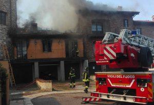 Vicobarone: due case distrutte da un incendio, tre famiglie coinvolte