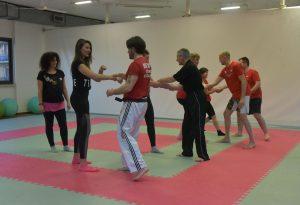 Cinquanta piacentine a lezione di autodifesa a colpi di arti marziali