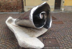 In piazza Sant'Antonino le sculture di Brunivo Buttarelli, anticipazione della mostra a Palazzo Farnese