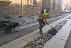 """Squadre """"anti buche"""" in azione a Piacenza: oltre 100 interventi in pochi giorni MANDATECI FOTO E SEGNALAZIONI"""