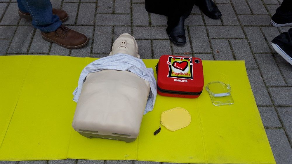 Defibrillatori, lezioni per strada e nei luoghi aggregativi. Parte la campagna Facile.Dae