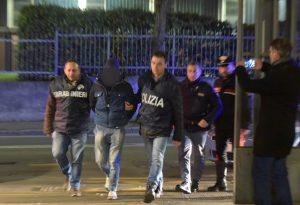 Esce dal carcere e passa agli arresti domiciliari lo straniero che picchiò il carabiniere durante il corteo