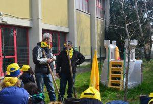 """""""Festa dell'albero"""" alla scuola Carella. Valorizzazione del bosco, nuovo bando del Gal"""