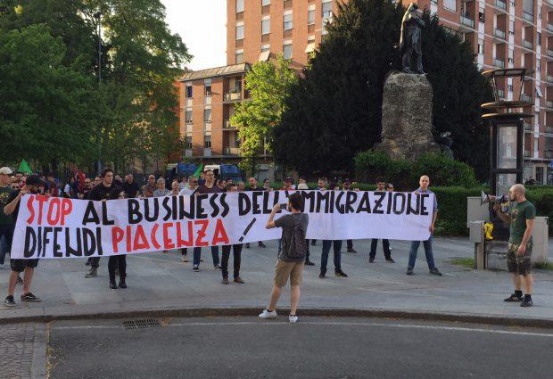 """CasaPound scende in piazza: """"Stop all'immigrazione e al business dell'accoglienza"""""""