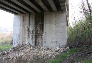 Ponte sul Ricò, ferri che spuntano e infiltrazioni d'acqua. Arriva l'ispezione