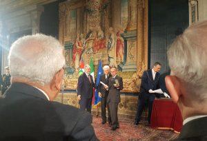 Il presidente Sergio Mattarella ha consegnato la stella al merito del lavoro alla memoria di Luigi Albertelli