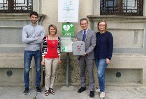 Offese al Comune sui social: preso defibrillatore con il risarcimento