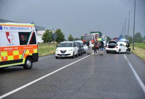Tamponamento a Montale: 5 auto coinvolte, due feriti. Traffico in tilt