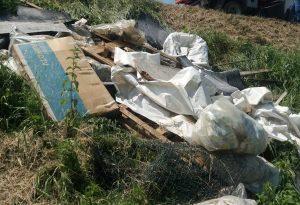 Inciviltà senza fine: discarica abusiva scoperta a Sarmato