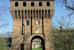 Fortilizio e corte agricola: la storia e i segreti del castello di Paderna