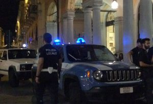 Controlli notturni delle forze dell'ordine in due locali di piazza Cavalli