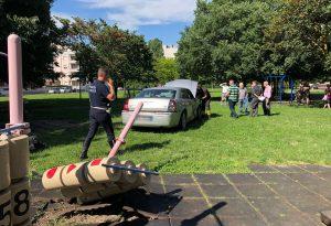Auto perde il controllo dopo l'incidente e finisce nel parco giochi: grande paura alla Besurica