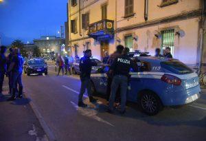 Altra serata bollente nel quartiere Roma: rissa tra immigrati, intervento delle forze dell'ordine
