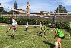 Folla sulle rive del Trebbia per la 30esima edizione della festa del volley. FOTO