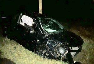 Perde il controllo dell'auto e si schianta in un fossato: grave un uomo condotto al pronto soccorso