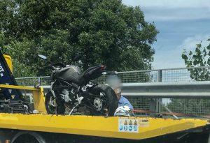 Scontro tra moto in tangenziale: grave una donna condotta a Parma