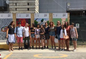 """""""Carmine graffiti"""": la fantasia degli studenti per il cantiere dell'ex chiesa"""