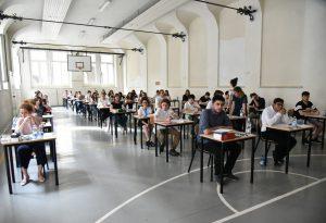 Maturità: studenti divisi sulle tracce. In molti hanno passato la notte senza dormire. Domani seconda prova