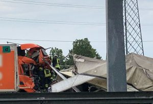 Tamponamento tra due camion in A1, grave un autista. Cinque chilometri di coda