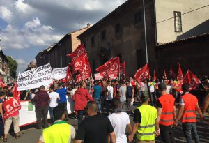 """""""Non siamo schiavi"""" e """"Moustafa libero"""": in 600 al corteo del sindacato Si-Cobas"""