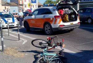 Travolto da un'auto sulla via Emilia a Castel San Giovanni, gravissimo un anziano in bicicletta