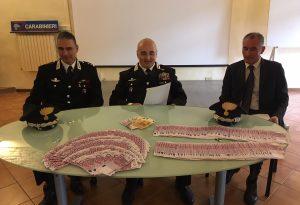 Ufficialmente nullafacenti, due sinti in auto avevano 153mila euro: uno arrestato, l'altro denunciato