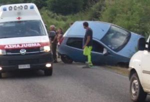 Automobilista si schianta in un canale a Groppallo: condizioni gravi, arriva anche l'elicottero del 118