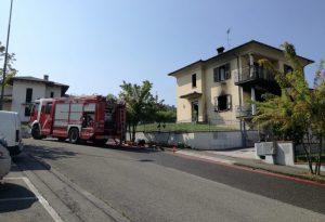 Divampa un incendio in una palazzina, due appartamenti divorati dalle fiamme