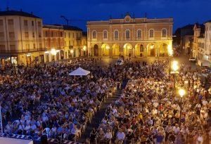 Tutto esaurito e successo da standing ovation per Branduardi a Castello. FOTO