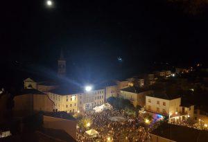 Bascherdeis, successo incredibile: migliaia di persone a Vernasca. FOTO