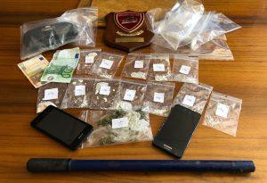 In auto con la cocaina e una mazza ferrata: arrestati due giovani albanesi