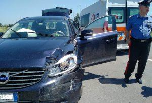 Schianto tra due auto sulla via Emilia, due persone ferite soccorse dal 118