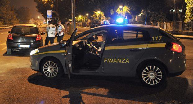 Controlli antidroga: più di 40 veicoli fermati e 5 persone denunciate dalla Guardia di Finanza