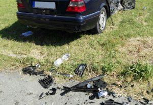 Oli e detriti sull'asfalto dopo l'incidente: arriva il Servizio sicurezza