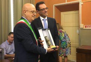 """Consegnata la """"Torre Civica"""" al maestro piacentino Livio Bollani"""